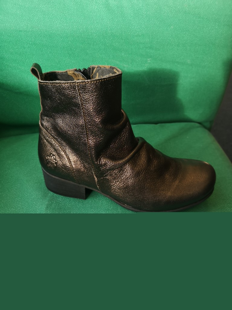 berwick upon tweed-lime shoe co-fly london-metallic-heeled boot-side zip-winter